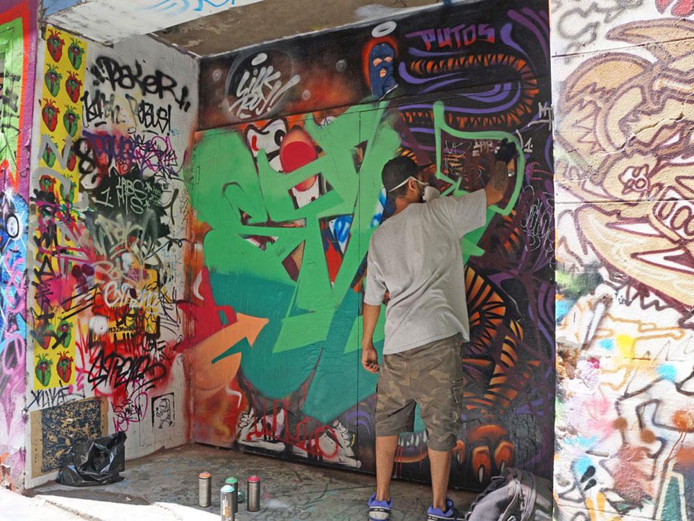 street-artist-melbourne-tram-86