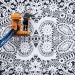 NeSpoon: chi lo dice che la street art non possa essere pizzi e merletti?