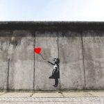 Banksy e la guerrilla art: 10 opere per conoscere lo street artist
