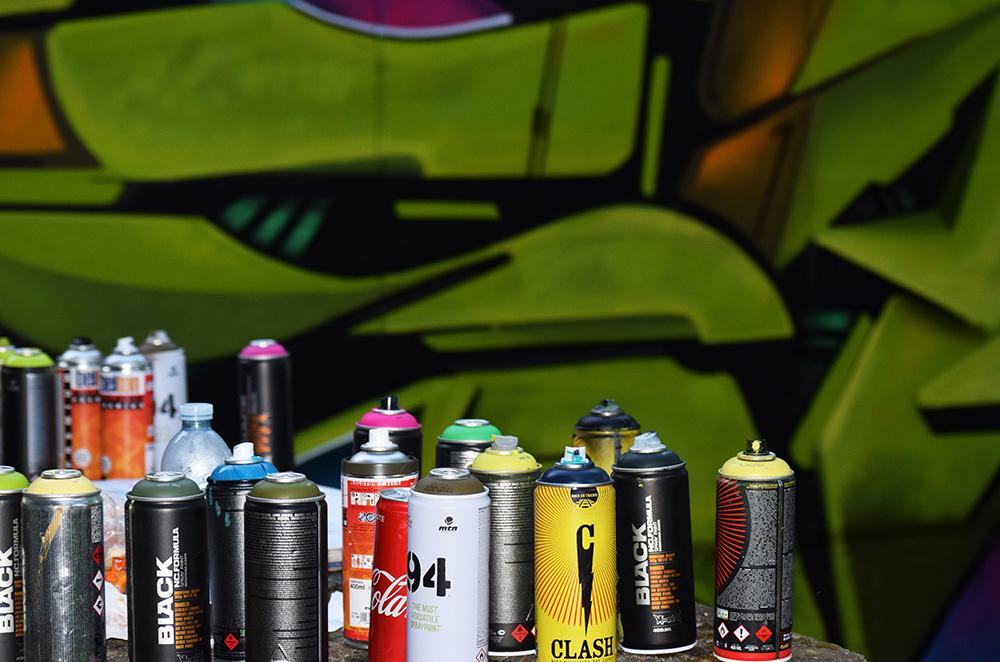 street art nei parcheggi dettaglio bombolette