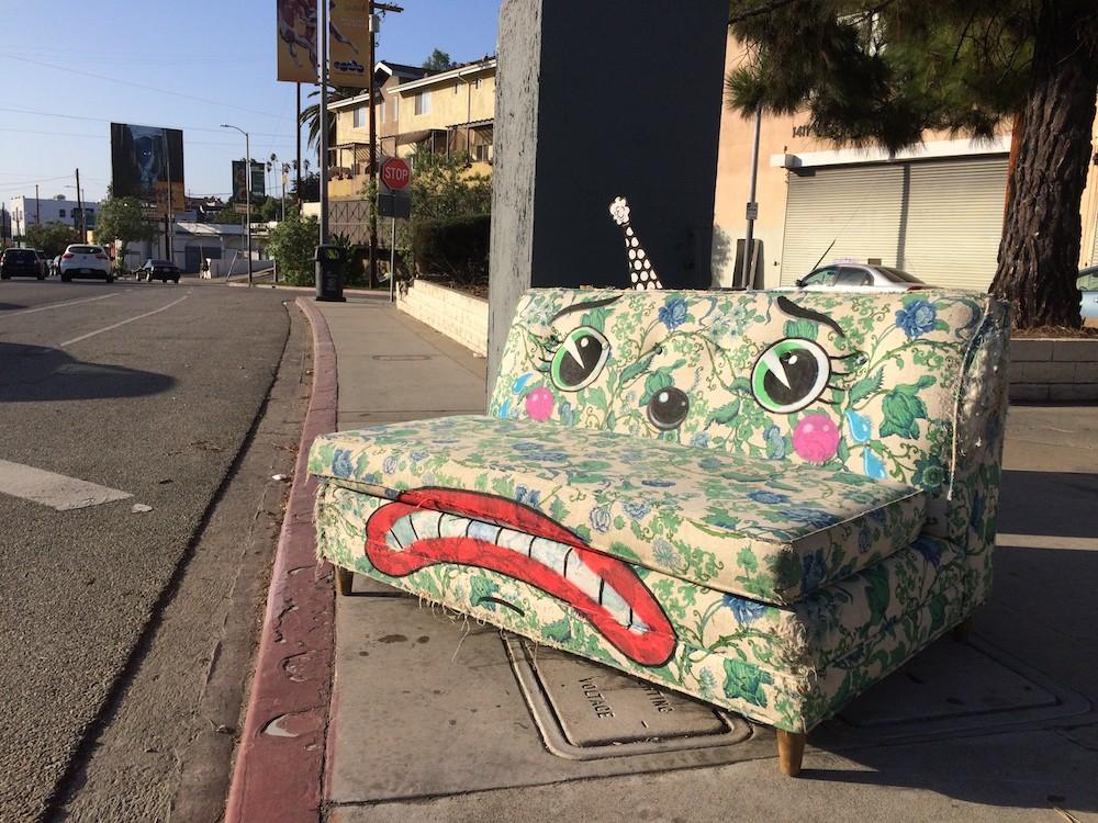 lonesome town street art divano