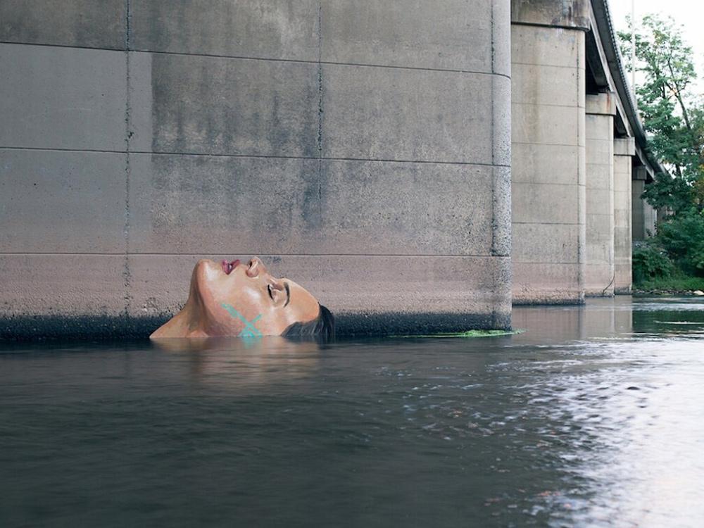street-artist-che-dipinge-sulla-acqua-copertina