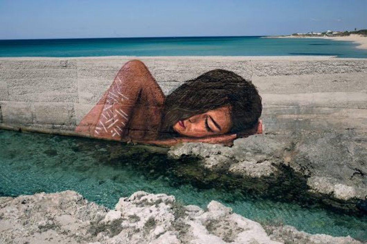 street artist che dipinge sulla acqua hula