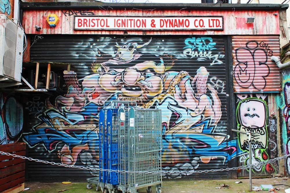 street art a bristol graffiti serranda